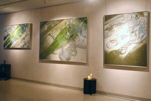会場に展示された森弘江さんが描いた油絵=佐賀市のイオンモール佐賀大和