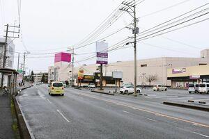 2019年2月に閉店したイオン上峰店周辺の中心市街地。再開発に町民の関心が高まっている=三養基郡上峰町坊所