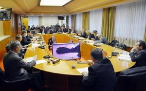 原子力規制庁の担当者などから意見を聞いた玄海町議会の原子力対策特別委員会=東松浦郡玄海町