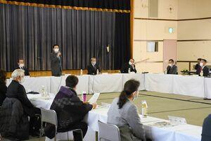 原発構内のコロナ対策や昨年9月の火災などについて報告があった県原子力環境安全連絡協議会=東松浦郡玄海町の町民会館