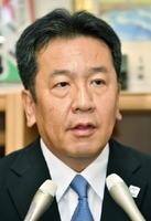 民進党代表選の告示日を迎え、記者の質問に答える枝野幸男氏=21日午前、国会