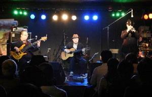 前夜祭でジャズを演奏するユニット=佐賀市松原のライブハウスRAG-G