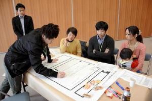 まちの将来像を描くため開かれたワークショップで意見をまとめる住民ら=吉野ヶ里町のきらら館