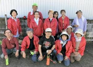 地域で清掃活動を行った東山代町民生委員・児童委員協議会メンバー=伊万里市