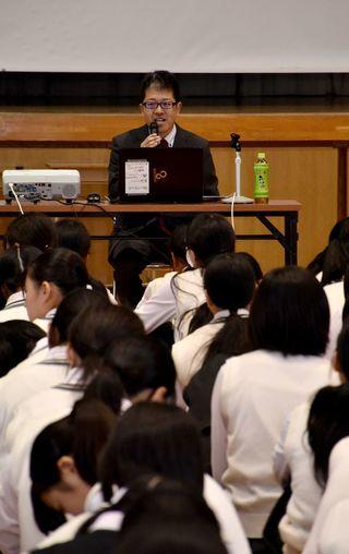 投票は「意思表示」福田弁護士 牛津高で主権者教育