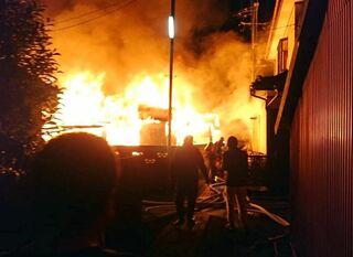 大町町で17家屋全焼 焼け跡から2遺体 7日未明