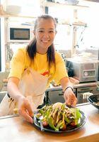 シシリアンライスなどを提供する料理店「ホームキッチン minami」を開店した田中みなみさん=東京・三軒茶屋のサンタワーズA2階
