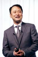 記者会見するソフトバンクの宮川潤一副社長=25日、東京都目黒区