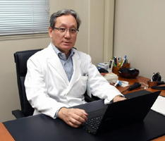 糖尿病治療薬「DPP-4阻害薬」の動脈硬化抑制効果について、別の薬と比べて優位性がないことを論文で発表した野出孝一教授=佐賀市の佐賀大学医学部