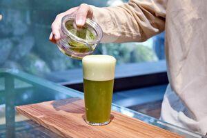 うれしの茶とビールを合わせた「茶ビール」