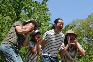 家族への思いを叫び声の大きさを競った参加者ら=佐賀市富士町の県北山少年自然の家
