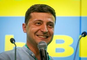 ウクライナ最高会議選挙後、首都キエフで演説するゼレンスキー大統領=21日(ロイター=共同)