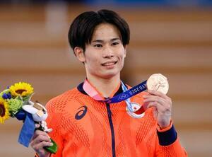 男子種目別あん馬で銅メダルを獲得した萱和磨=有明体操競技場