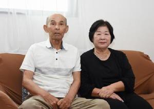 「友達のような感覚で過ごしてきたのが良かったのかな」と語る城野昭夫さん、ヒサ子さん夫妻=佐賀市久保田町の自宅