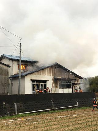 鳥栖市の民家で火災