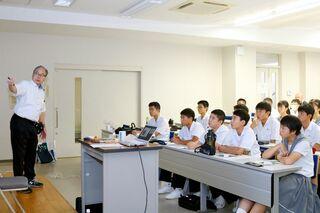 佐賀大附属中生が大学の授業を体験 プログラムなど学ぶ