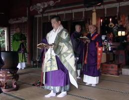 初日には、佐賀・長崎の天台宗の僧侶10人ほどが集まり、前日夜から計4回にわたって法要を営んだ