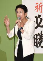 政権に対する批判の声を上げる蓮舫参院議員=武雄市北方町