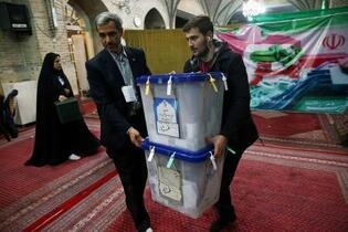 イラン強硬派、圧勝へ