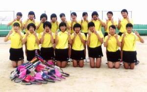 三日月中女子テニス部(昨年の応援メッセージの写真から)