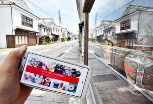 観光客の姿はなく、ひっそりとしている皿山通り。一方でインターネット販売「Web有田陶器市」を開催している=2日午前、有田町