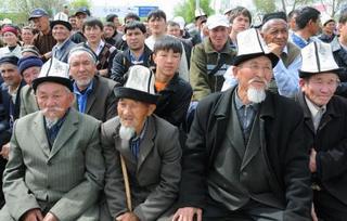 キルギス伝統帽子の着用は義務?