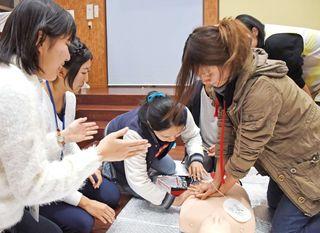 生死分ける一時救命措置 佐賀大医学部サークル「SILS」