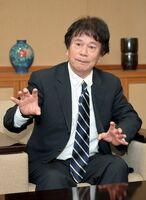 インタビューに答える東光会の難波滋副理事長=佐賀市の佐賀新聞社