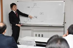 講習会では、業務委託に際して親事業者に課せられる義務や留意点について学んだ=佐賀市のネットコムBB