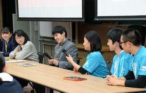 参加者同士で意見交換などをしたパネル討議=佐賀市の佐賀大本庄キャンパス