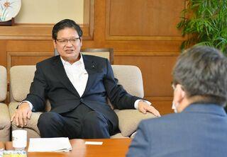 佐賀県議会の藤木議長インタビュー 「県執行部には是々非々で」