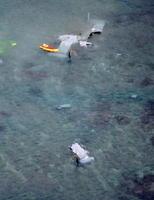 沖縄県名護市安部の海岸に近い浅瀬に不時着し、大破したオスプレイ=14日午前7時3分(共同通信社機から)