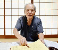 高齢化で活動の継続が難しくなっていると話す佐賀県被団協会長の池田和友さん=伊万里市の自宅