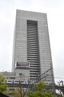 東芝本社が入るビル=4月、東京都港区