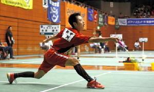 バドミントン男子個人シングルス2回戦 ベスト16入りした大和の永渕雄大=佐賀市の県総合体育館