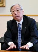 玄海原発についての考えを述べる九州電力の瓜生道明社長=福岡市の九電本店