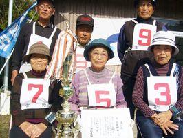 第242回岩﨑新聞店宮野GB大会で優勝した宮野西チーム