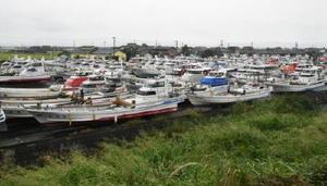 台風の接近に備え、漁船は陸上の保管施設に移された=19日午後、佐賀市川副町の戸ケ里漁港