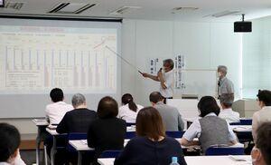 高校生への自社PRのポイントなどが紹介された採用力向上セミナー=佐賀市