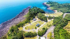 (ヴィレッジインク提供)リニューアルした波戸岬キャンプ場。すぐそばに海を臨む=唐津市鎮西町