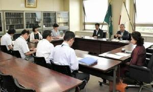 県立学校でいじめによる不登校の重大事態が発生し、第三者委員会への諮問を承認した臨時教委教育委員会=佐賀県庁