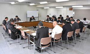 1年ぶりに開かれた伊万里市散弾銃射撃場環境対策検討委員会=伊万里市役所