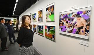 関西スポーツ紙写真展開幕
