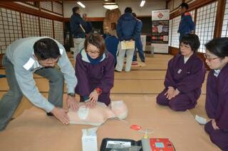 室生寺で心肺蘇生法学ぶ、奈良