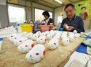 干支の縁起物「白ネズミ」制作最盛期 神埼・尾崎人形