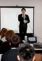 LGBT成人式であいさつをする「新成人」=平成29年2月12日、佐賀市松原