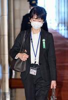 衆院予算委出席のため、国会に到着した山田真貴子内閣広報官=25日午前