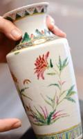 松尾留美子さんの父親の善吉さんが旧満州から持ち帰った花瓶。95歳で亡くなるまで、ずっとそばに飾っていた
