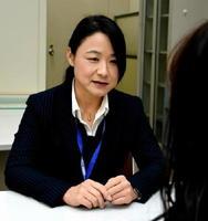 被害者支援を担当する警部の木下千嘉子さん。佐賀県警では女性幹部も増えてきている=県警本部