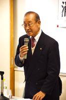軽減税率やインボイス制度を説明した元静岡大学教授で税理士の湖東京二さん=佐賀市の市立図書館